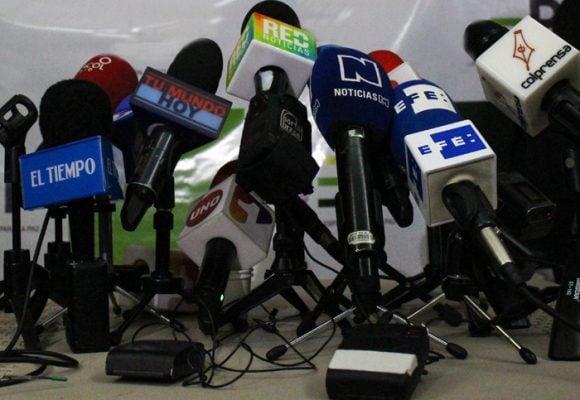 Zalamero y acomplejado, así es el periodismo colombiano