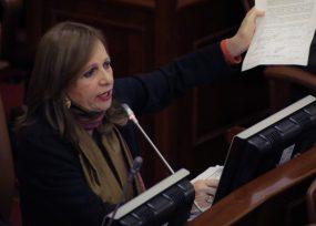 Ángela María Robledo sale en defensa de su curul