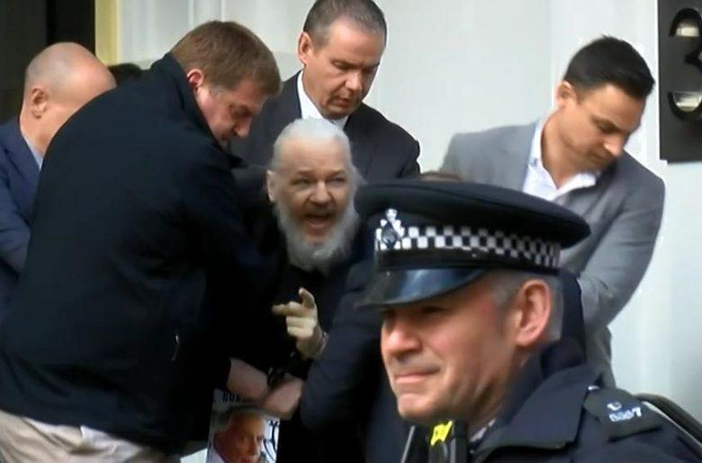 El presidente Lenin Moreno entrega a Assange. Video