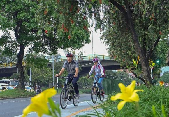 Un millón de carros parqueados: el regalo de Medellín al planeta Tierra