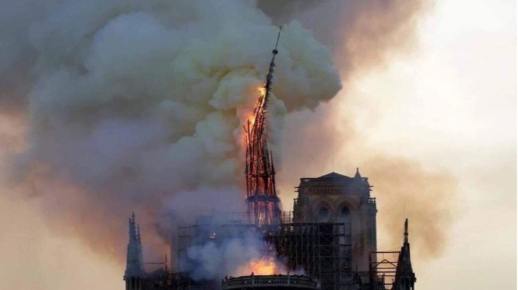 Arde Notre Dame, arde Colombia