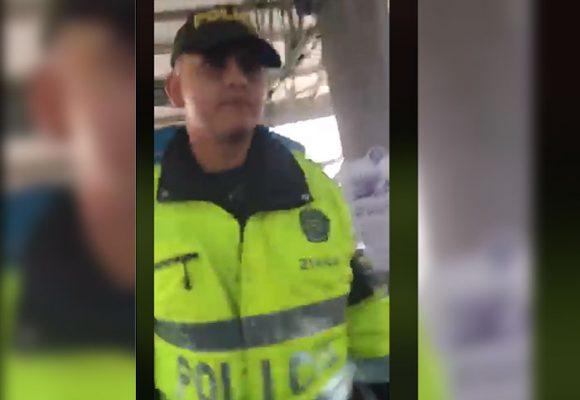 """[Video] """"Ayuda, ayuda"""", ¿Golpes de un Policía a un periodista en Transmilenio?"""