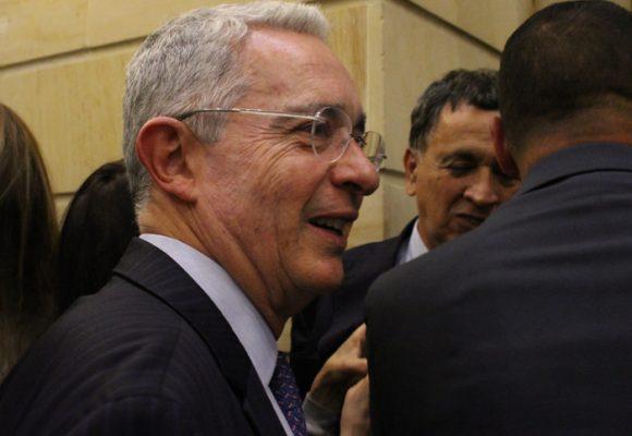 ¿Tuit de Uribe, una justificación de las masacres paramilitares?