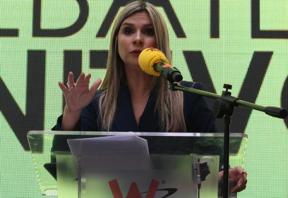 """""""Espéreme la interrumpo, somos tendencia número uno"""": así no puede ser el periodismo colombiano"""