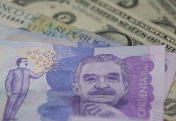 En un mes, el peso perdió 5,25% de su valor frente al dólar