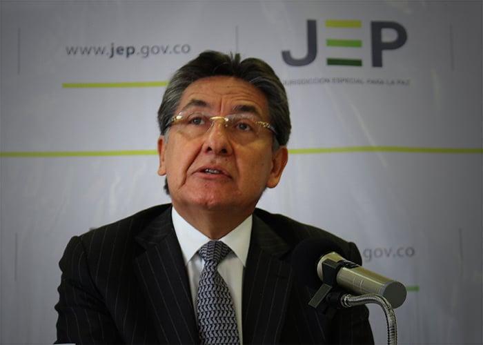 Néstor Humberto Martínez, héroe de la patria