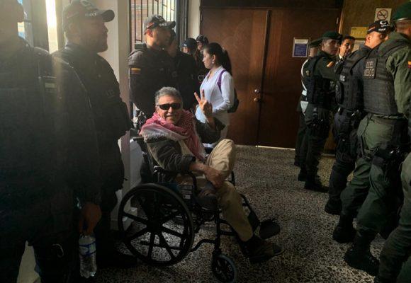 La provocadora imagen de Santrich en el juzgado de Paloquemao
