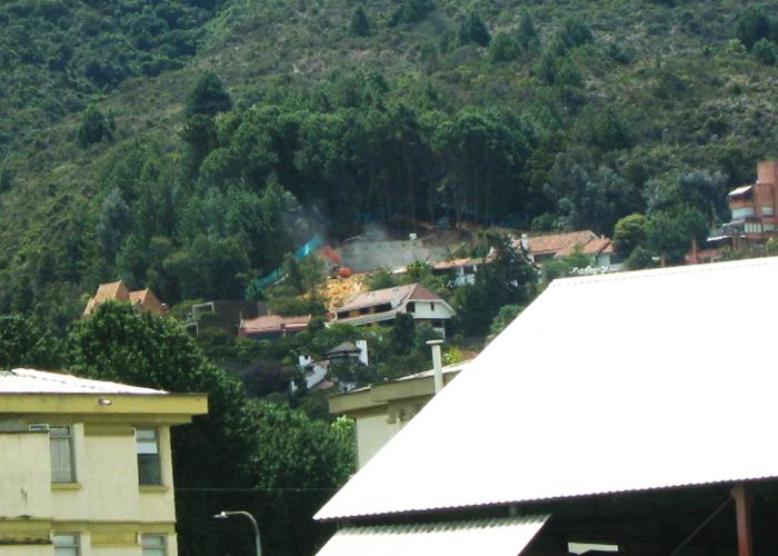 Denuncian construcción en pleno Cerro Oriental en Santa Ana