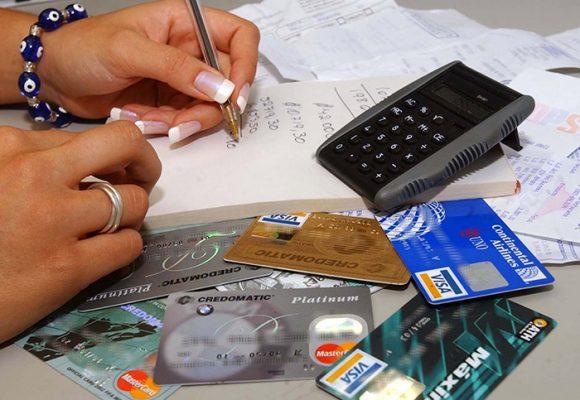 Mujeres pagan más créditos de tarjetas ahora