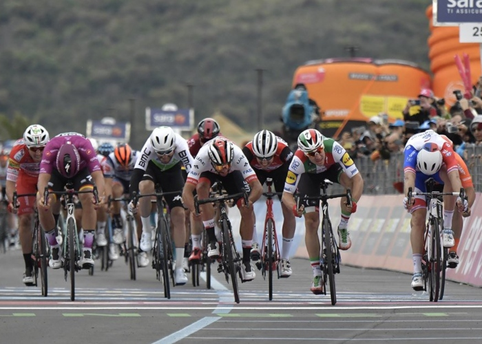 El VAR del Giro le da el triunfo a Fernando Gaviria