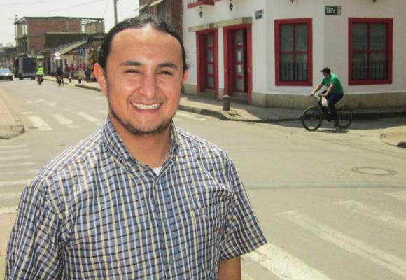Guillermo Castro, el candidato alternativo que busca derrotar a Jorge Rey en su tierra natal