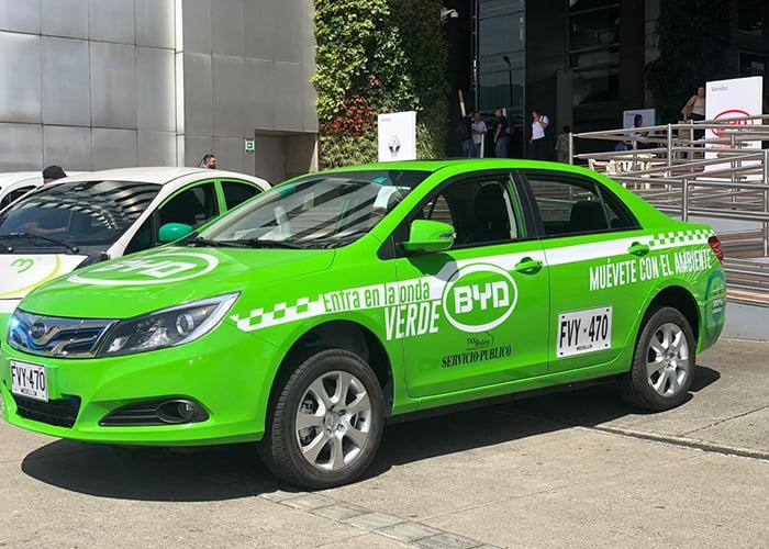 ¿Qué hay detrás de los taxis verdes en Medellín?