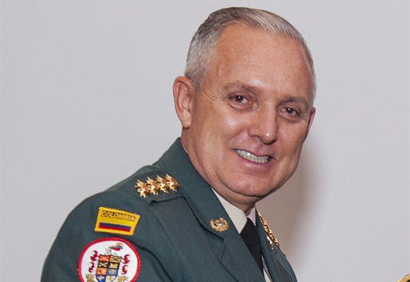 El General (R) Alberto Mejía logró finalmente la embajada en Australia