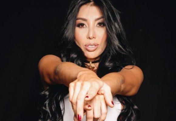 A la DJ Marcela Reyes también la tumbaron con sus nalgas de plástico