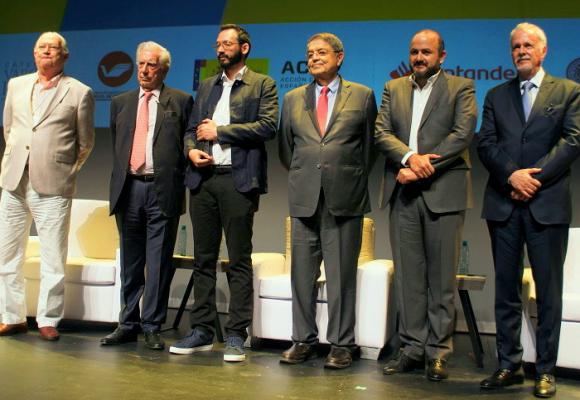 Cónclave ultra en la bienal Vargas Llosa de Guadalajara (México)