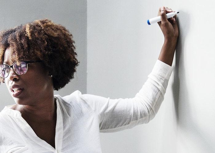Las precarias prácticas de contratación que agobian a los docentes