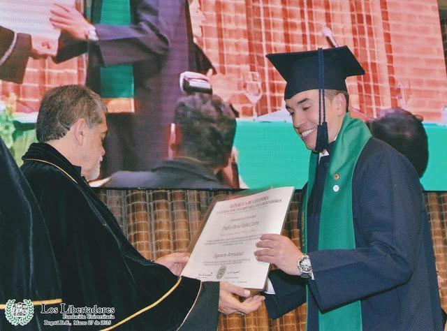 Andrés David Reina Castro el día de su grado, con tesis meritoria, como ingeniero aeronáutico de la Fundación Universitaria Los Libertadores. Foto: Archivo particular