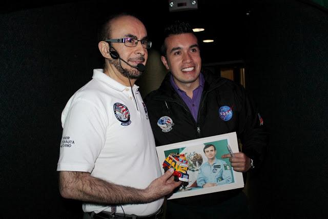 Con el ingeniero Rodolfo Neri Vela, primer astronauta mexicano en viajar al espacio. Foto: Archivo particular