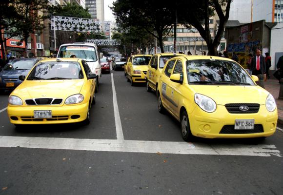 Taxistas: los únicos perdedores con la salida de Uber