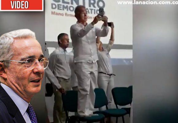 Hasta que Uribe por fin se quitó los crocs