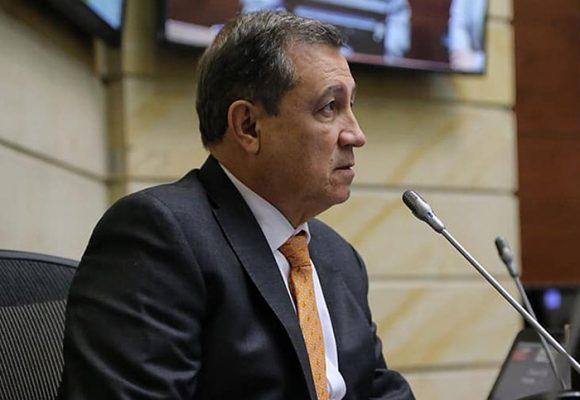 Macías es una vergüenza para todos los bachilleres de Colombia