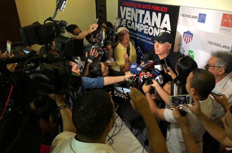 Christian Daes le cumplió a los hinchas del Junior y a su técnico. Habrá un monumento en Barranquilla a Comesaña