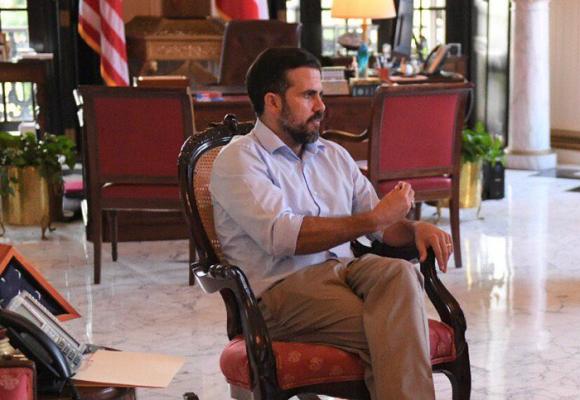 El chat que tiene al borde del asfalto al gobernador de Puerto Rico