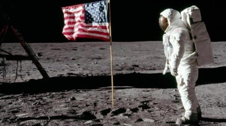 Los bobitos que creen que el hombre nunca fue a la luna ¿serán terraplanistas?