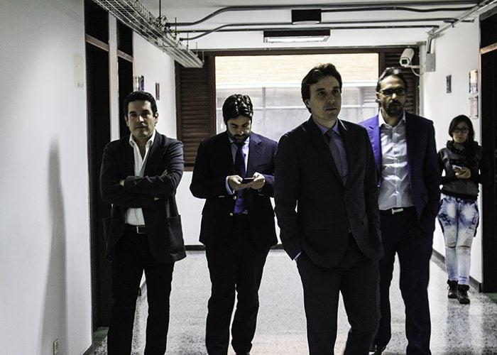 El abogado principal de Diego Pargo, Fernando Largarcha, Abel Ramírez, un amigo cercano a la familia y los demás defensores.
