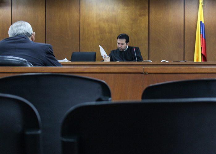 El juez 46 penal del circuito leyó durante dos horas la sentencia absolutoria. Foto: Leonel Cordero