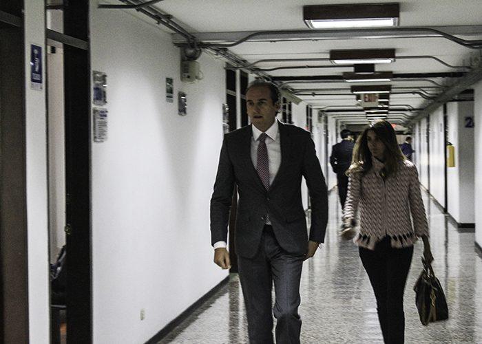 Diego Pardo esperando que inicie la tercera audiencia de juicio oral