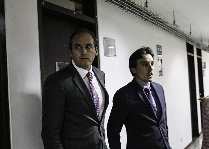 Diego Pardo y su abogado Fernando Largacha antes de iniciar la audiencia
