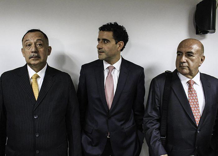 El equipo de abogados del externado que acompañaron a Francisco Uribe en su defensa. Foto: Leonel Cordero
