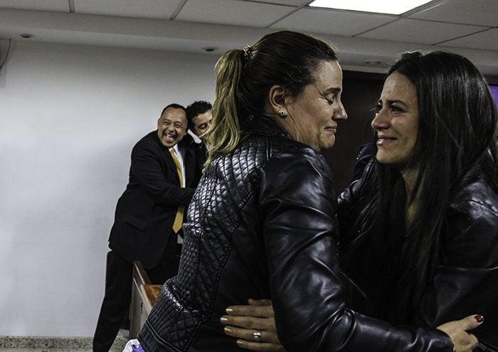 Encuentro de Catalina Uribe con su cuñada Laura Arboleda. Foto: Leonel Cordero