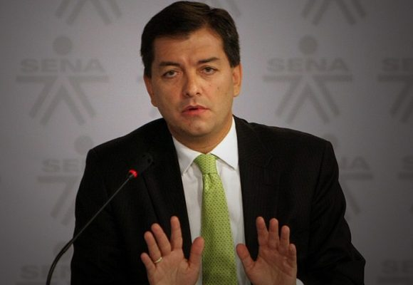Luis Alfonso Hoyos absuelto por la justicia, de regreso al país