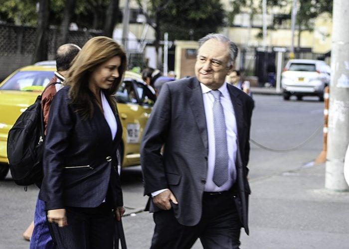 Margarita Herrera con su abogado Luis Fernando Salazar ingresaron juntos a los juzgados
