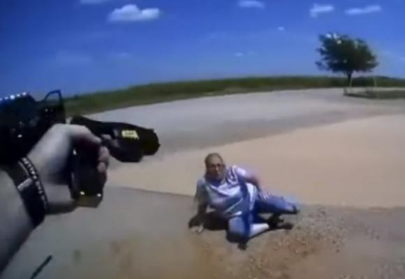 Policía dispara a abuela de 65 años con pistola de táser