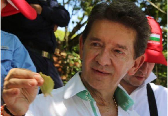 Luis Pérez sigue en guerra con el partido Farc