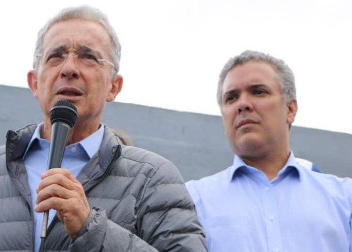 """""""Escudero de las Convivir"""": el ataque de Iván Duque a Álvaro Uribe"""