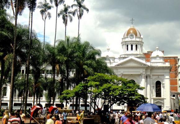 La Plaza de Cayzedo, sitiada por la clandestinidad