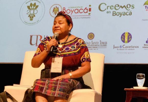 Lo que la visita de Rigoberta Menchú nos recordó en el bicentenario de la independencia