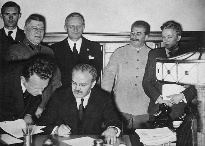 Del Pacto Ribbentrop-Mólotov