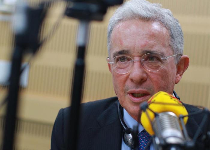Álvaro Uribe, con su voz de abuelito bueno, por poco me convence