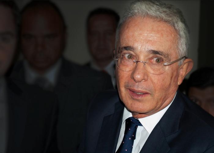¿El Twitter de Uribe, el arma más peligrosa de Colombia?