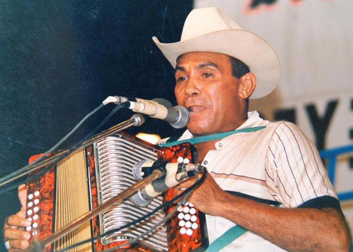 Colacho Mendoza, el músico que hipnotizaba con los pitos y bajos de su acordeón