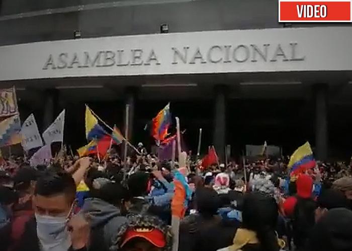 [Video] Marcha indígena se toma el parlamento de Ecuador
