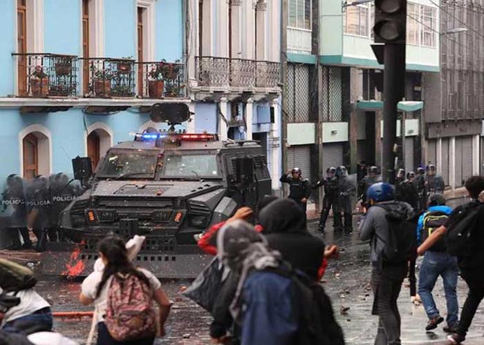 Lenín Moreno traslada sede de gobierno a Guayaquil en medio del caos