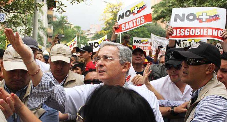 Los colombianos que todavía adoran a Uribe como si fuera un Dios