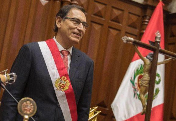 La moñona de Martín Vizcarra que puso patas arriba el poder en el Perú