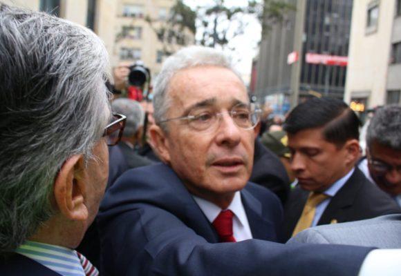 [Fotos] La llegada de Uribe a la Corte Suprema